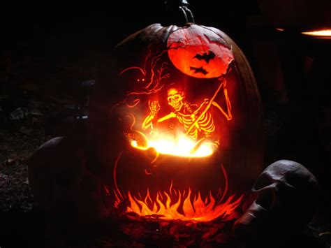 25 Amazing And Spooky Halloween Pumpkin Carvings