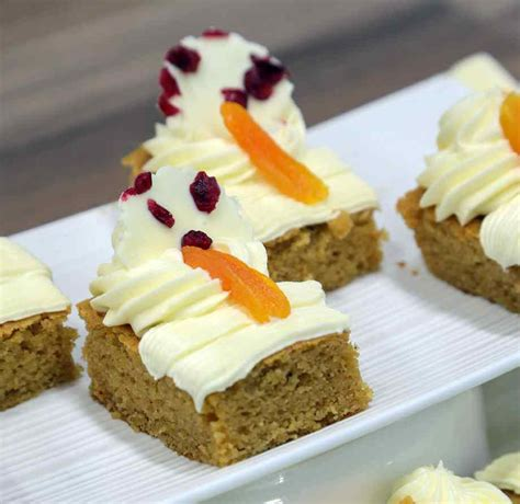 Ginger traybake with cream cheese and dried fruit recipe